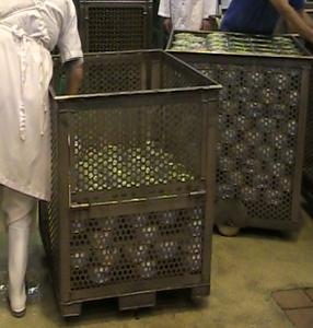 manejo-contenedores-latas-11